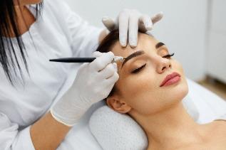 Kosmetische Behandlung Permanent Make-up